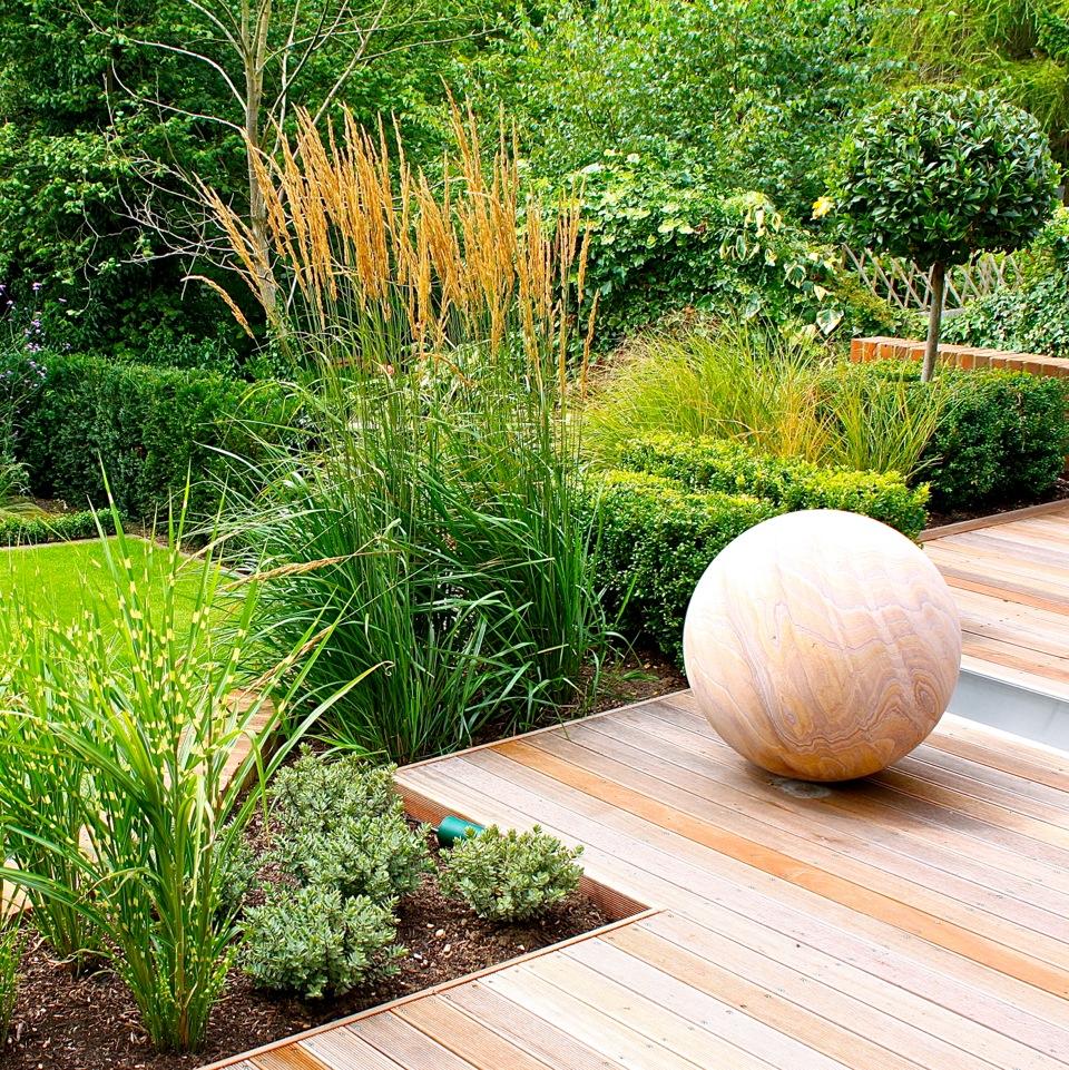 Garden on pinterest tuin small garden design and garden for Sphere garden design