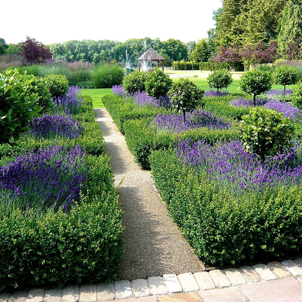 Large gardens estates jo alderson phillips for Garden parterre designs