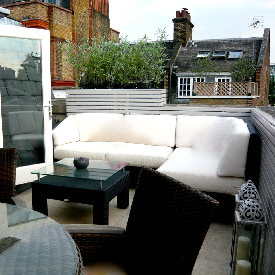 A smart & simple modern penthouse terrace on Cheyne Walk in London by Jo Alderson Design