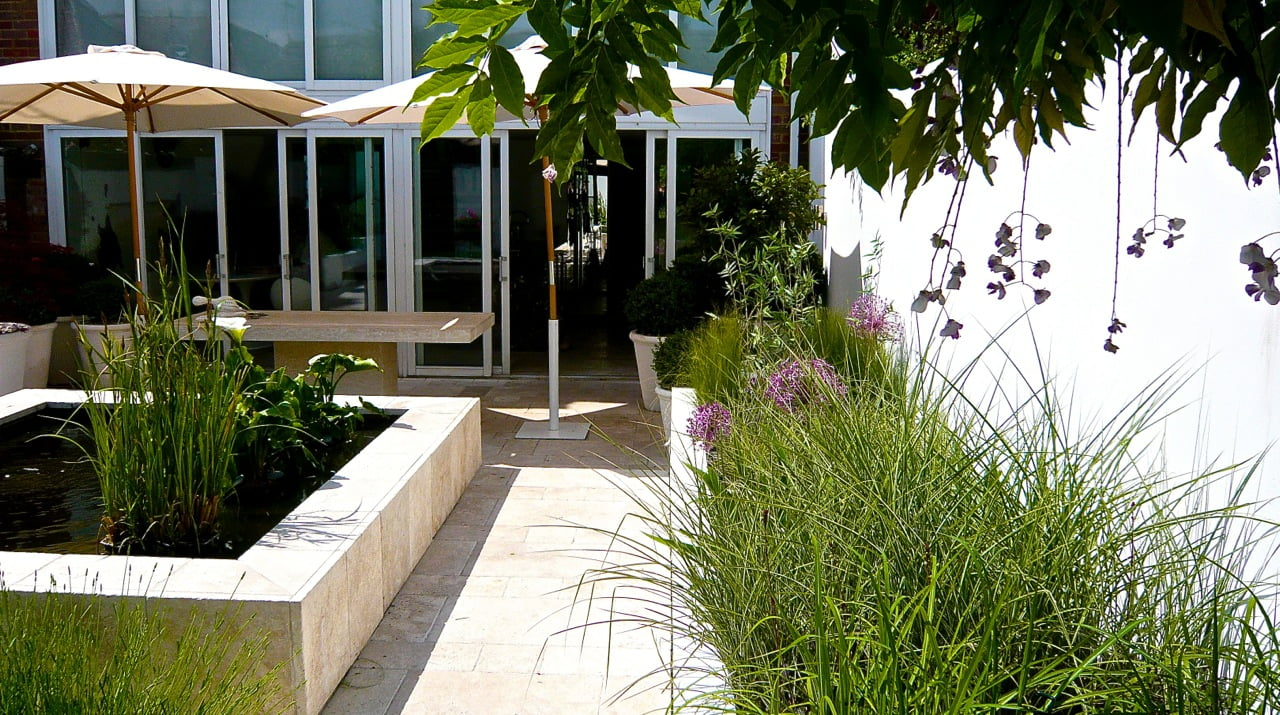 Modern-urban-city-courtyard-design-in-Henley-on-Thames-by-Jo-Alderson-Phillips