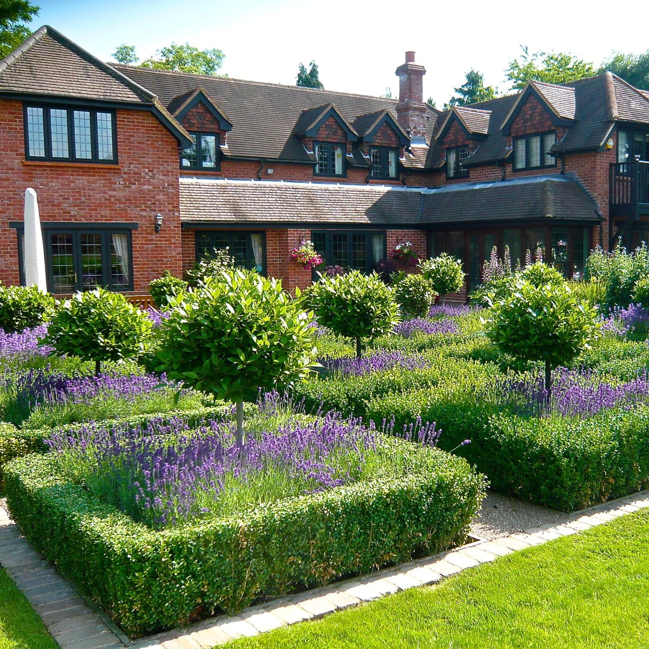 Large gardens estates jo alderson phillips for Designing a large garden from scratch