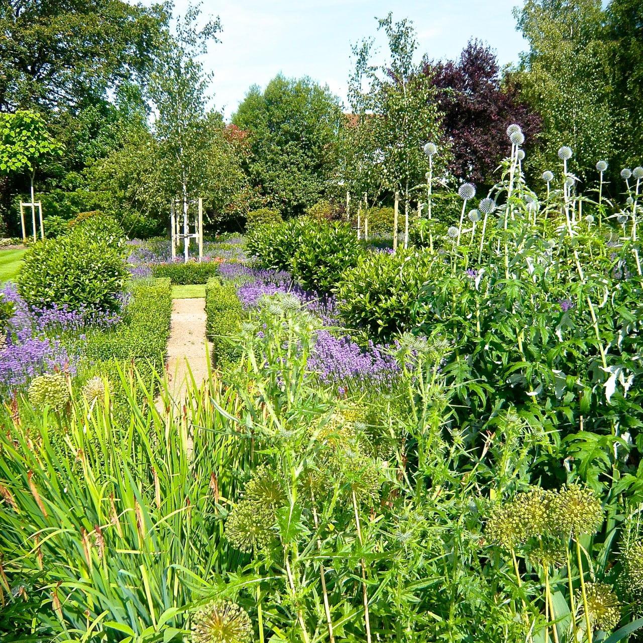 Formal-country-garden-6-www.joannealderson.com_