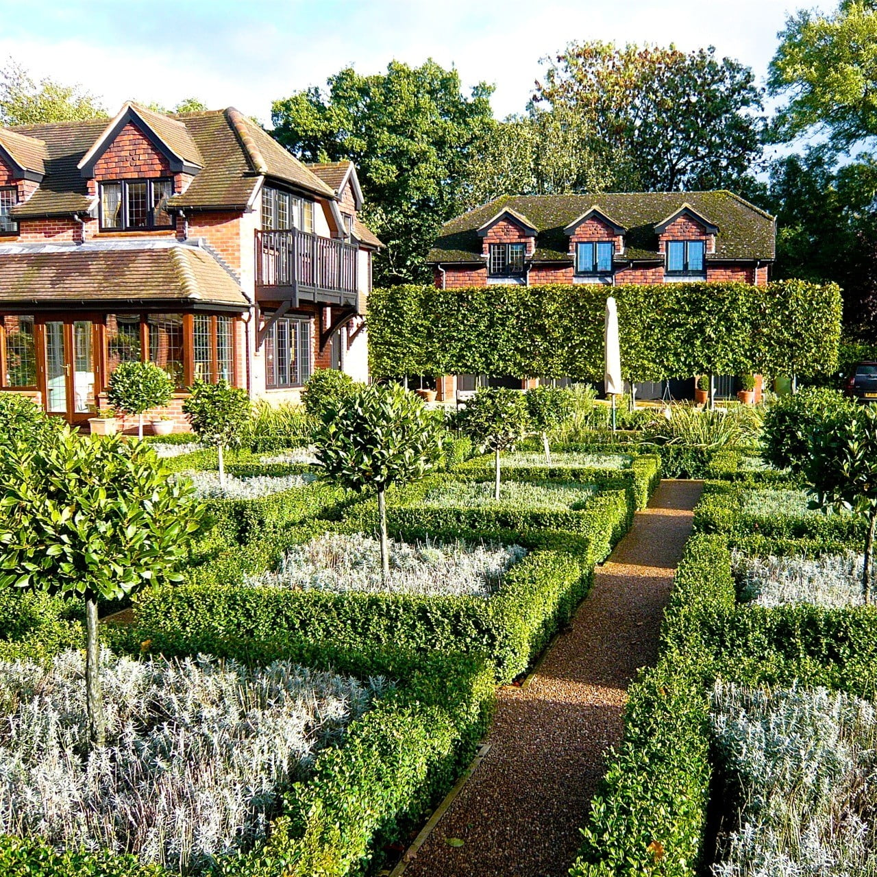 Formal-parterre-in-Berkshire-by-Jo-Alderson-Phillips