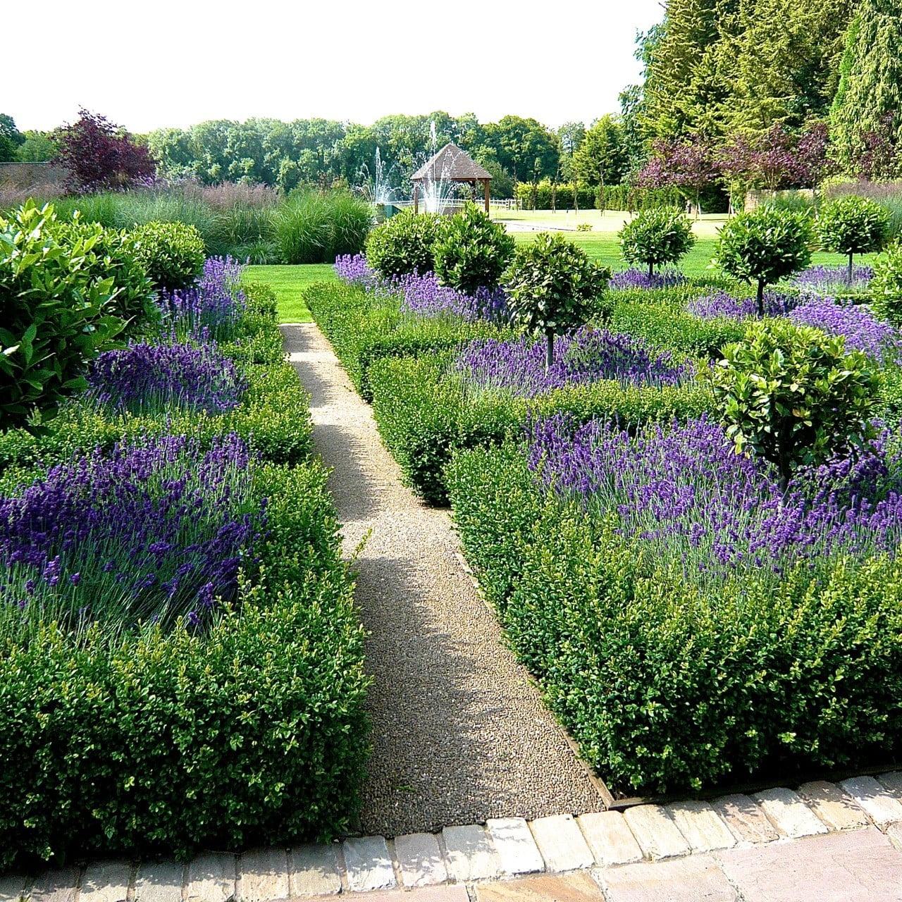 Large Gardens Estates - Jo Alderson Phillips