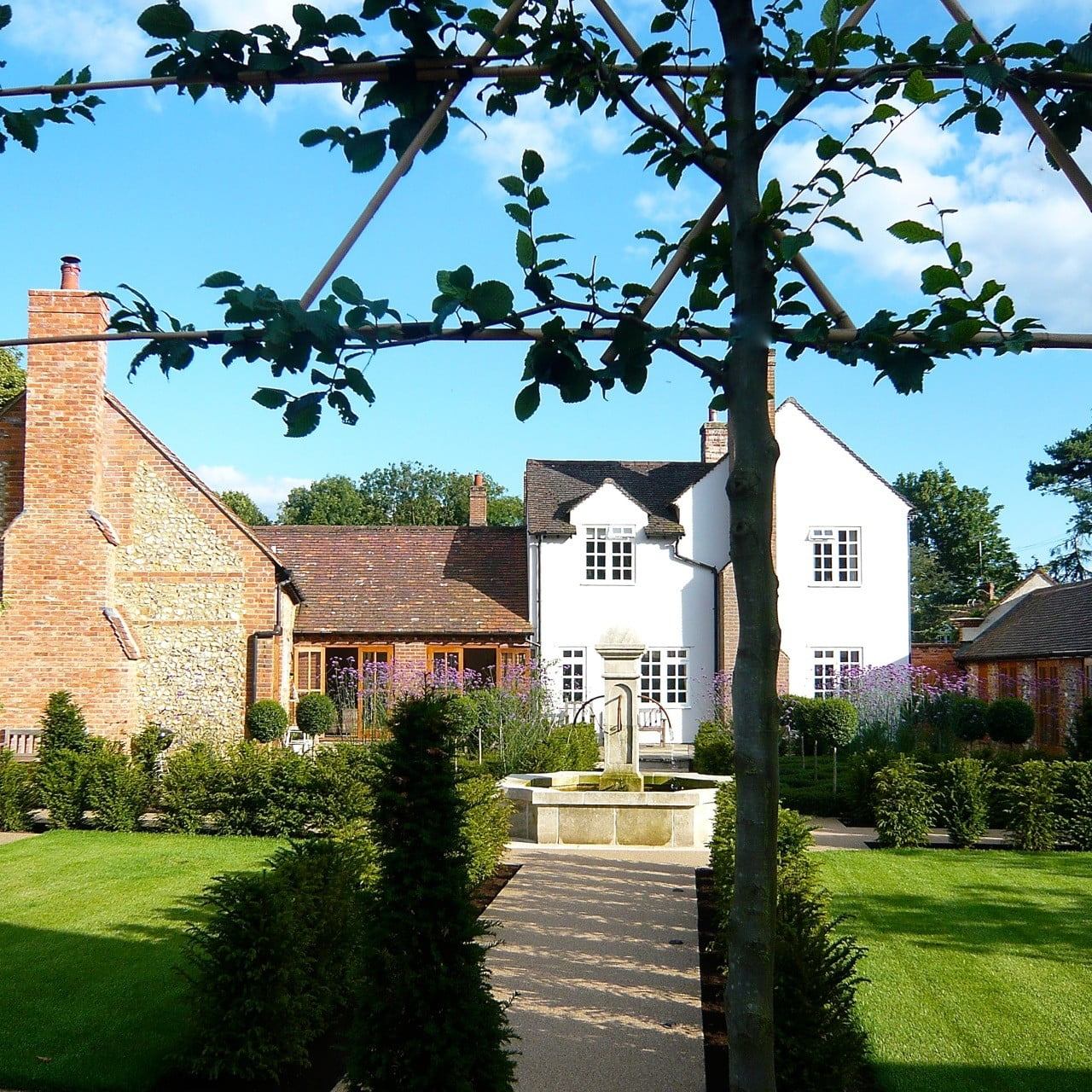 Walled-garden-looking-back-to-house
