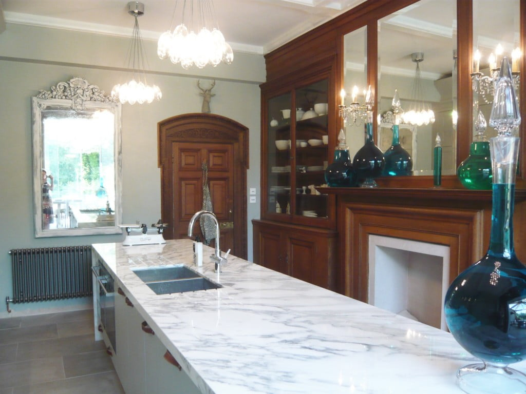 We redid the kitchen of our Victorian house & here it is now complete. I love the original Victorian panelling & the new scheme really shows it to the full. I don't just design gardens!