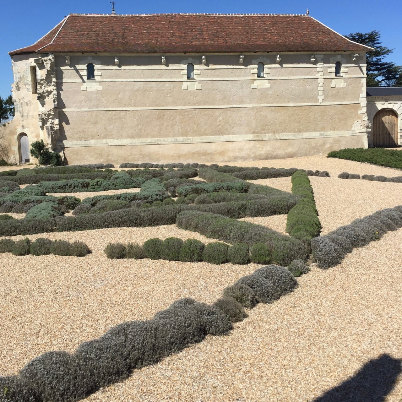 A low growing & low maintenance gravel garden at a chateau in France
