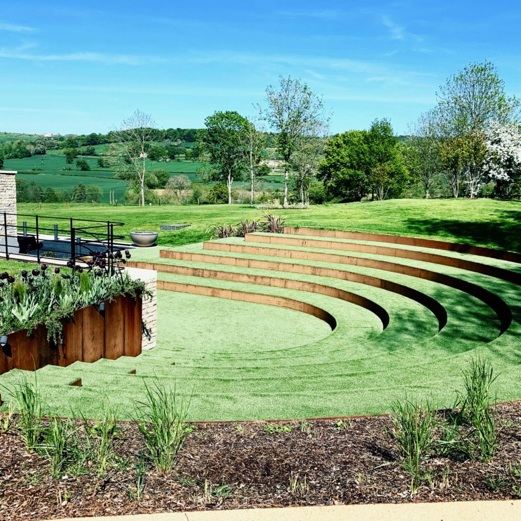 Corten steel steps in this contemporary amphitheatre by Jo Alderson Phillips Joanne Alderson Design