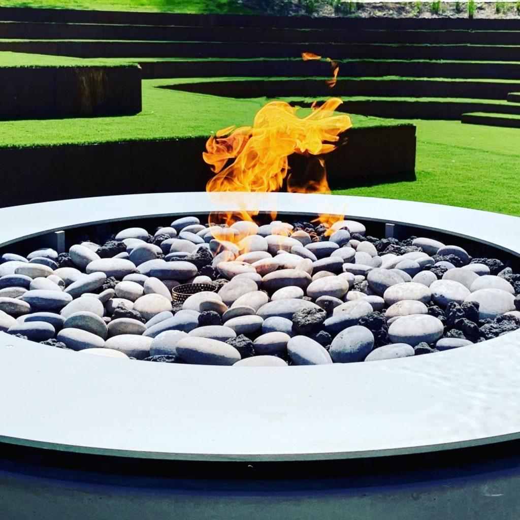 Fabulous modern fire pit in this contemporary garden by Jo Alderson Phillips Joanne Alderson design