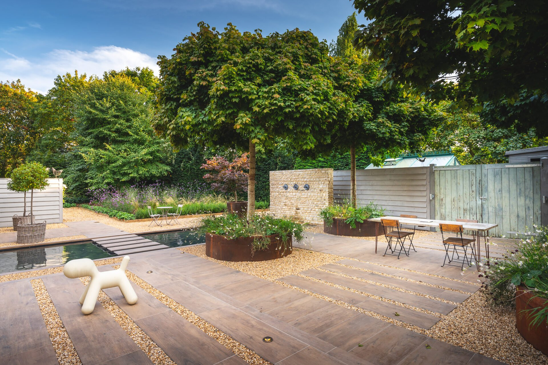 Cotswold courtyard garden in a simple contemporary style